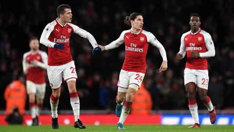 Arsenal, mạnh tay bán, rón rén mua