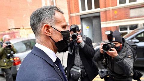 Giggs bị kết tội lột đồ và đá bạn gái ra khỏi khách sạn