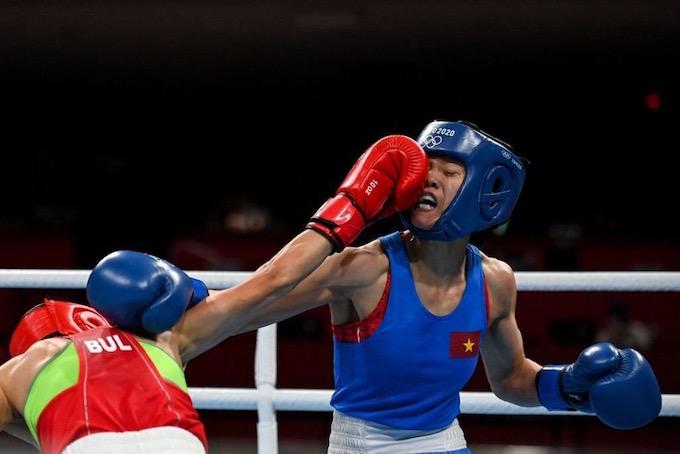Cú dính đòn của Nguyễn Thị Tâm khiến cô thất thế. ảnh: Thu Sâm