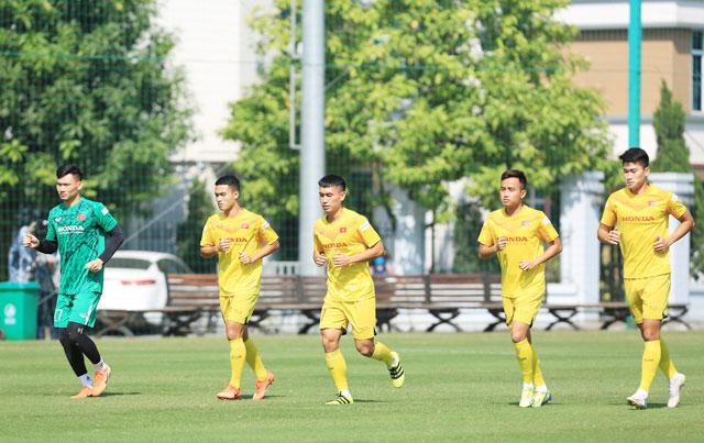 Có rất ít cầu thủ U23 Việt Nam được trao cơ hội ra sân thi đấu tại V.League 2021 - Ảnh: ĐỨC CƯỜNG