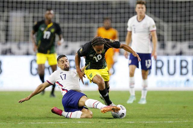 Jamaica (áo sẫm) đã không thể tạo bất ngờ trước chủ nhà Mỹ ở tứ kết