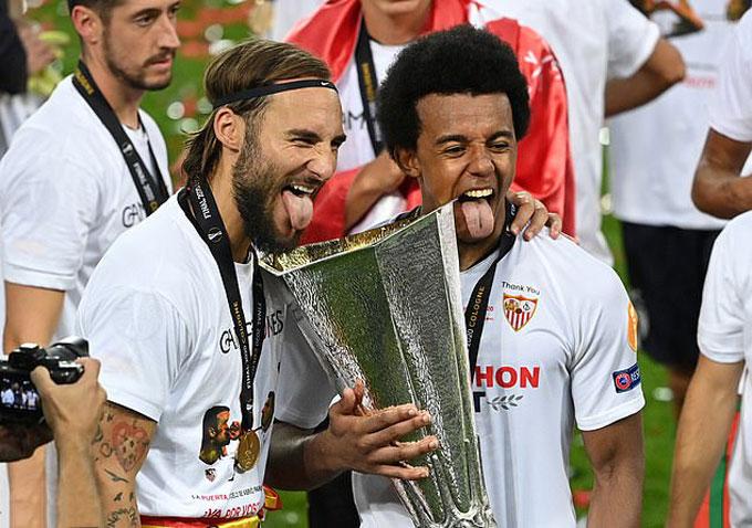 Kounde từng giành chức vô địch Europa League 2019/20
