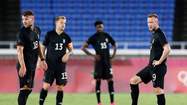 U23 Đức (phải) đang có phong độ rất kém tại giải đấu lần này