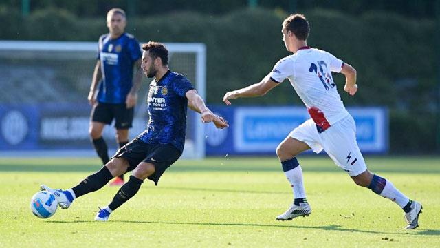 Calhanoglu kiến tạo 3 bàn và ghi 1 bàn giúp Inter đánh bại Crotone