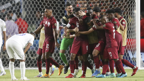 Bí mật đằng sau thành công  của ĐT Qatar: Từ sức ép phải có một đội 'biết đá bóng'