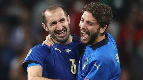 Juventus ký hợp đồng mới với Chiellini, tăng cường Locatelli