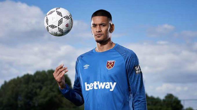 Areola gia nhập West Ham