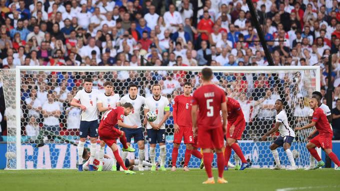 Bàn thắng đẹp của Damsgaard vào lưới ĐT Anh có công sức của rất nhiều người