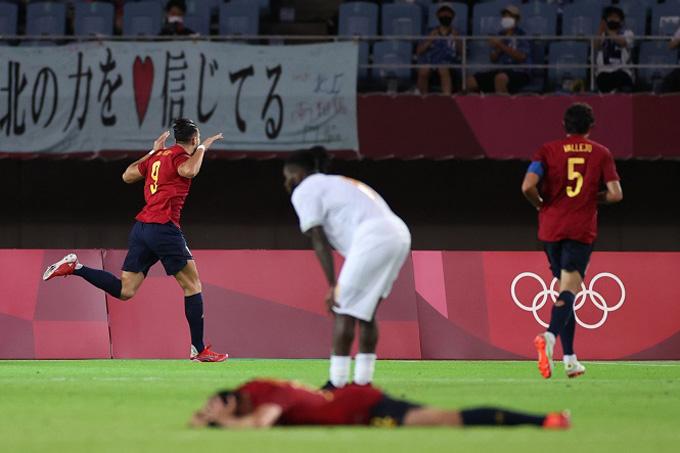 Rafa Mir là người hùng của U23 Tây Ban Nha với 1 hat-trick