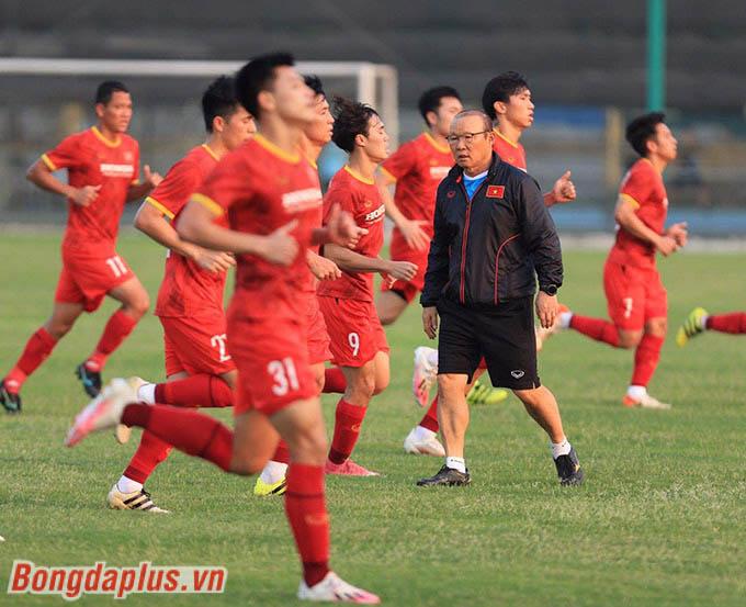 """Sự ủng hộ của LĐBĐ Việt Nam, BTC V.League, các CLB là liều """"vaccine"""" tốt nhất cho HLV Park Hang Seo"""