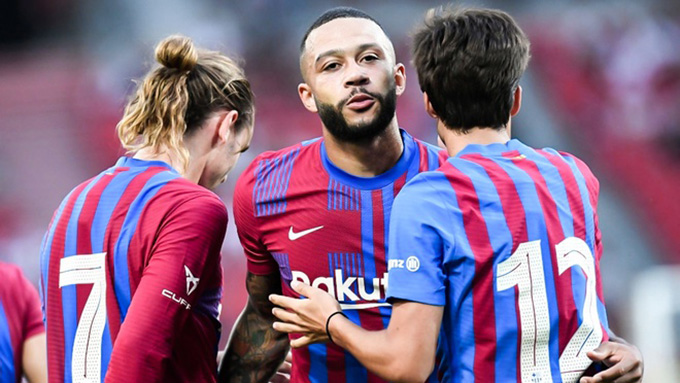 Depay mở tỷ số trong trận Stuttgart vs Barca