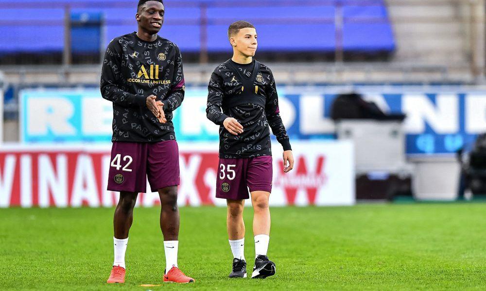Kamara (trái) là viên ngọc thô đầy hứa hẹn của Dortmund