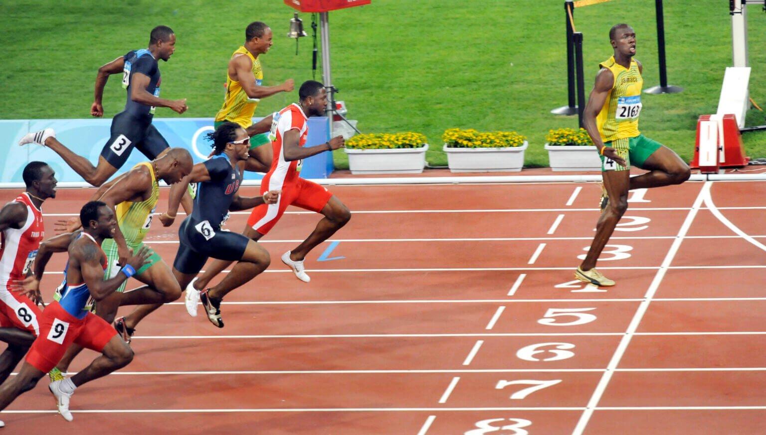 VĐV huyền thoại Usain Bolt vô đối trên các đường chạy nước rút nên anh rất tự ái khi bị chê chạy kém cầu thủ