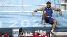 Bị xử thua, võ sỹ ngồi lì trên khán đài 30 phút để phản đối trọng tài ở Olympic