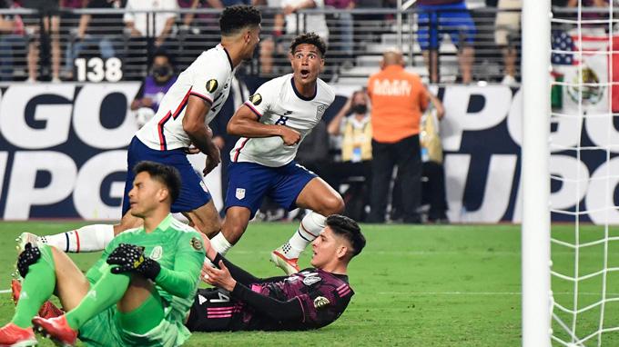 Trung vệ Miles Robinson ghi bàn duy nhất trận Mỹ vs Mexico