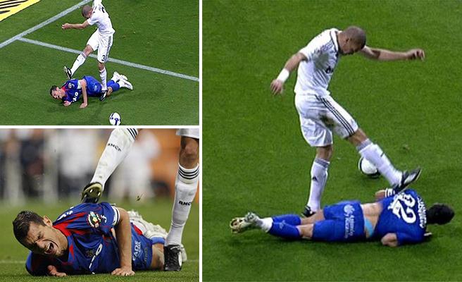 Pepe đạp vào lưng Casquero