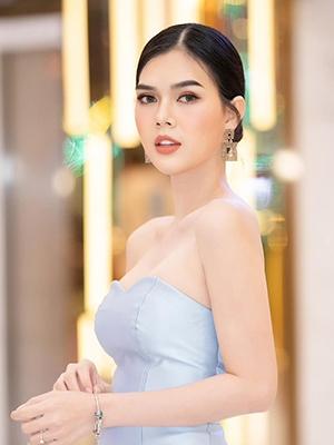 Người mẫu Ngọc Trinh nhập viện, xuống tóc khi cầu thủ U22 Việt Nam yêu người khác