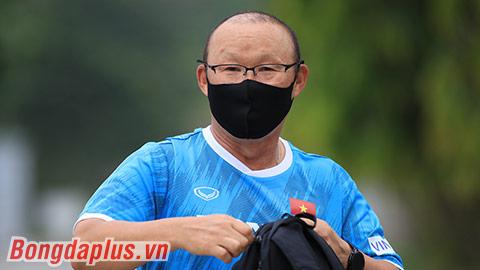HLV Park Hang Seo sử dụng người lạ mặt trong đội ngũ trợ lý