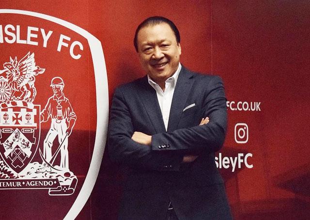 Ông chủ khách sạn Chien Lee đang sở hữu CLB Barnsley