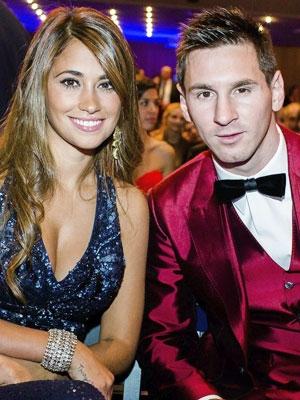 Tổ WAGs của PSG đang chào đón Messi