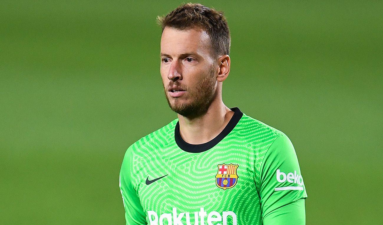 Barca muốn thanh lý Neto