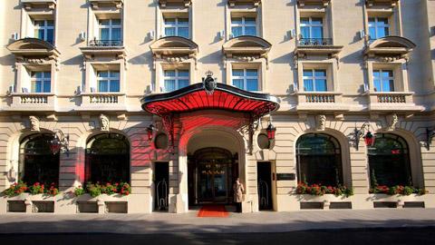Gia đình Messi sẽ ở tạm tại khách sạn Le Royal Monceau