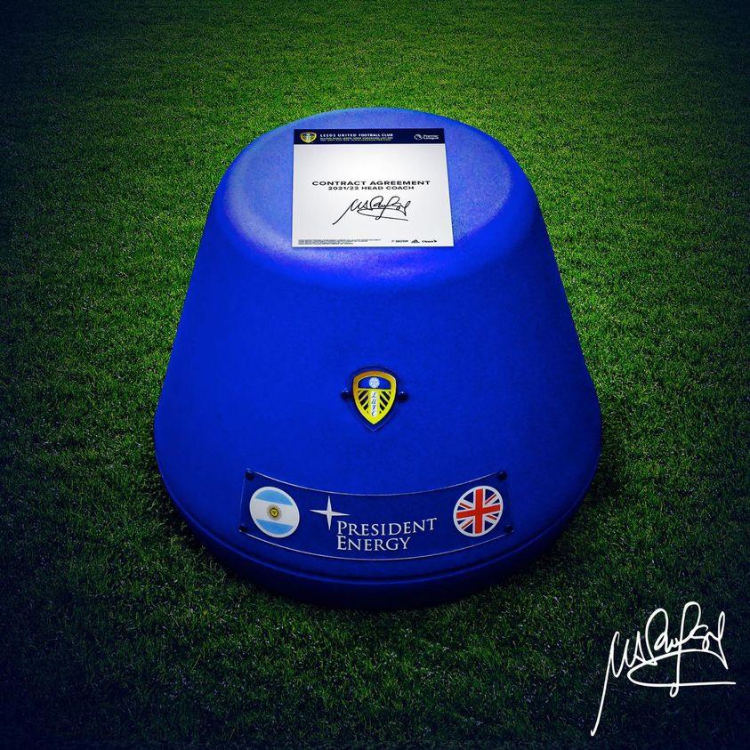 Leeds thông báo gia hạn Bielsa theo cách rất riêng