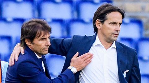 """HLV Inzaghi (phải) và cả người tiền nhiệm Conte đều bị giới chủ Inter cho ăn """"bánh vẽ"""""""