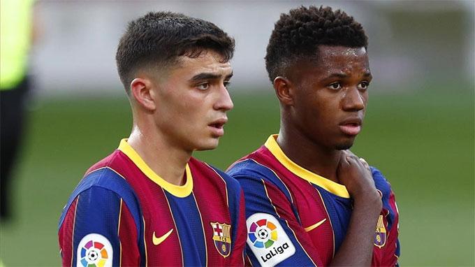 Fati (phải) vẫn chưa gia hạn hợp đồng với Barca
