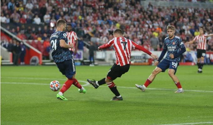 Canos mở tỷ số trận Brentford vs Arsenal