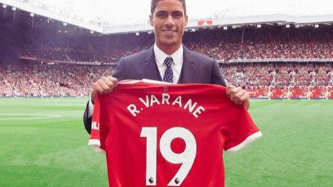Man United chính thức công bố Varane, hợp đồng 4 năm và khoác áo số 19