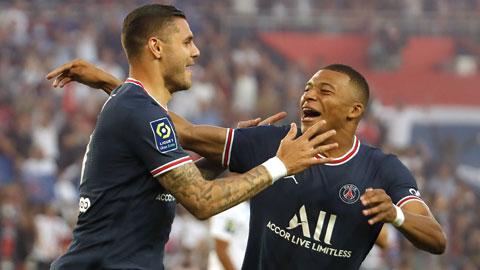Icardi (trái) và Mbappe ăn mừng khi ghi bàn giúp PSG đè bẹp Strasbourg