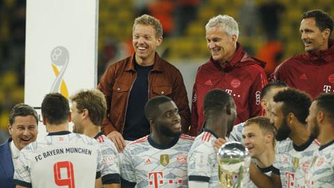 HLV Nagelsmann hài lòng nhìn các cầu thủ Bayern ăn mừng Siêu Cúp Đức 2021