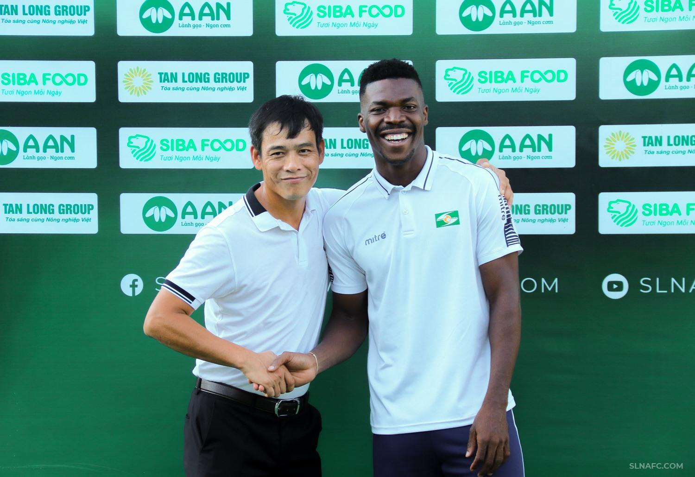 Tiền đạo Peter Samuel chia tay SLNA sau hơn 1 năm gắn bó - Ảnh: SLNA FC