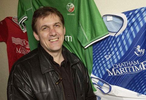 Cựu tiền đạo Chelsea, Cascarino, từng có giá rất rẻ