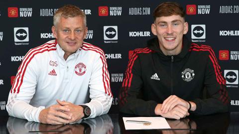 Man United ký hợp đồng mới với sao trẻ rồi cho đi mượn luôn