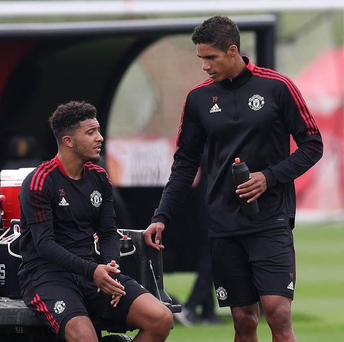 Man United chi nhiều tiền để mua Sancho và Varane ở Hè 2021