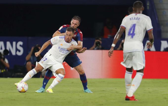 Hazard tiếp tục có màn trình diễn tệ ở trận Levante vs Real