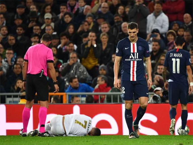 Eden Hazard dính chấn thương sau pha vào bóng của Meunier