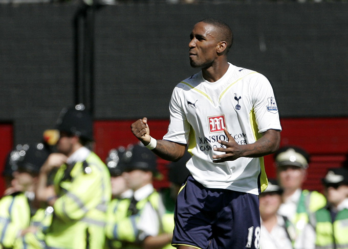 Defoe có 2 giai đoạn thi đấu cho Tottenham bị ngắt quãng bởi 1 mùa sang Portsmouth