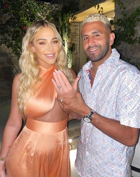 Mahrez cầu hôn Taylor với chiếc nhẫn trị giá 400.000 bảng.
