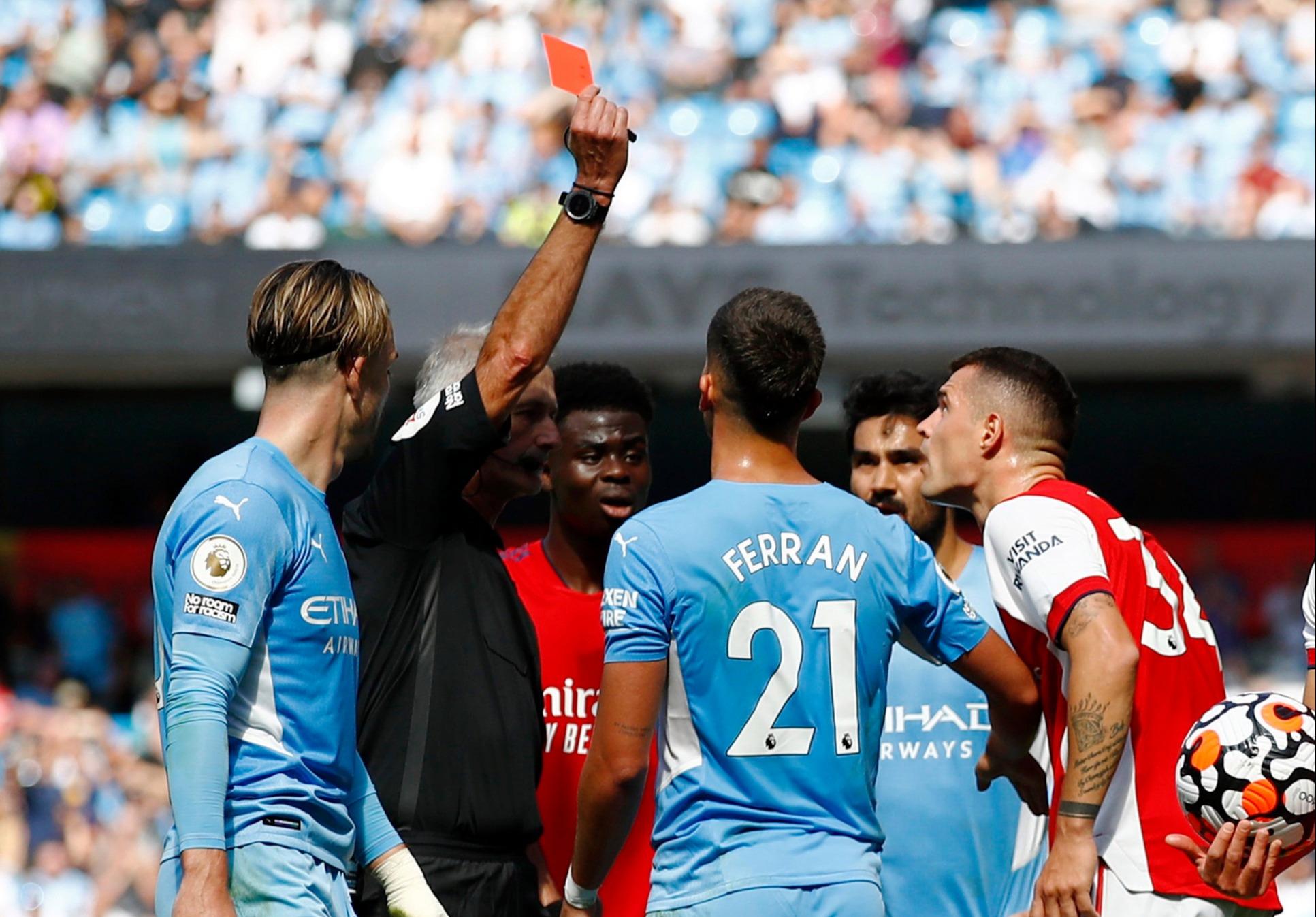 "Xhaka là ""vua thẻ đỏ"" ở Premier League 5 năm qua"