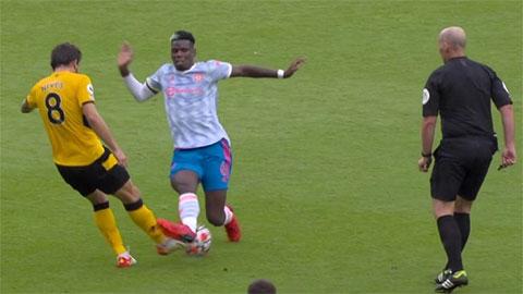 MU thắng Wolves nhờ trọng tài 'tha' Pogba?