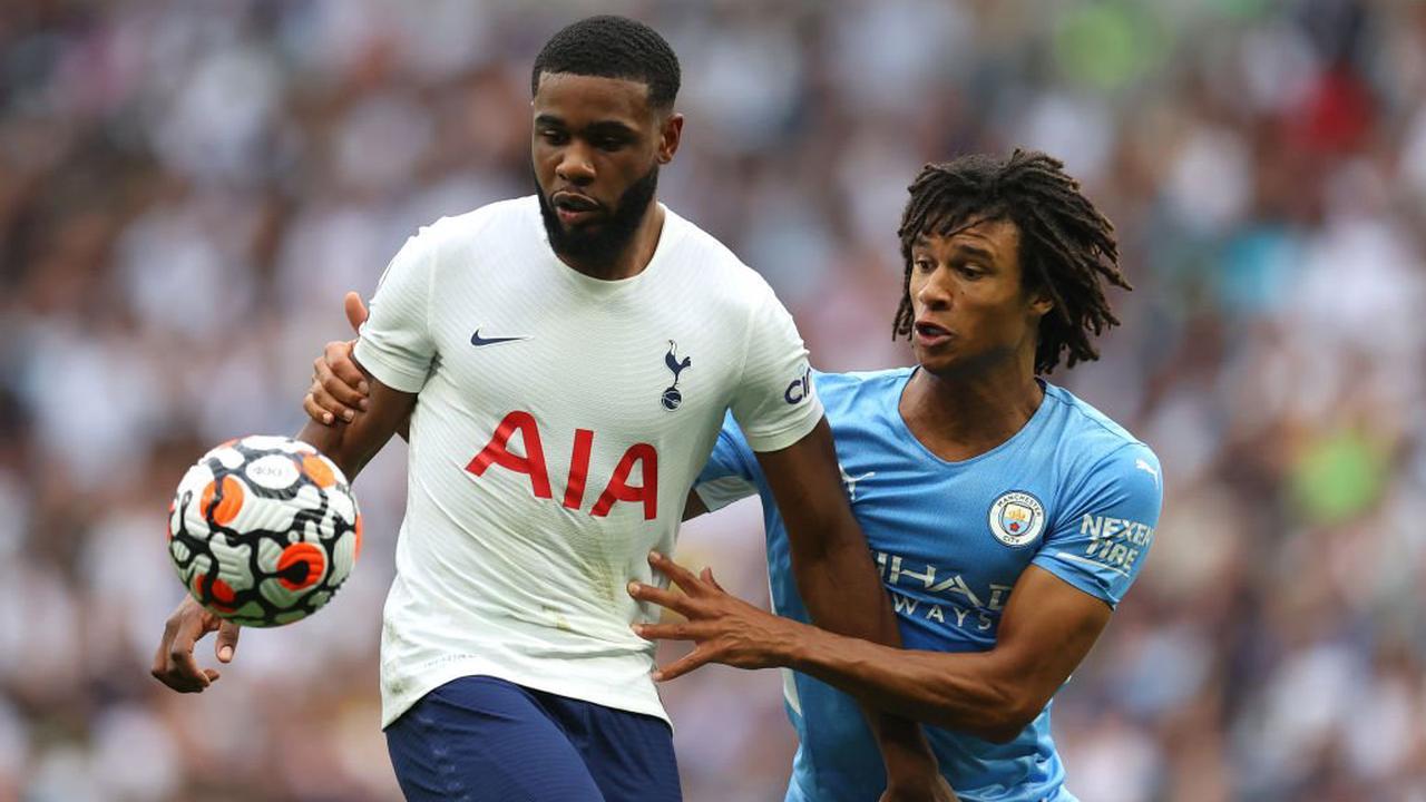 Tottenham cần người chia lửa cùng Tanganga (trái)