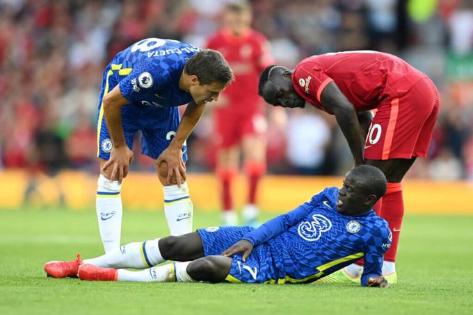 Kante vừa gặp chấn thương ở trận hòa Liverpool và có thể phải nghỉ dài hạn