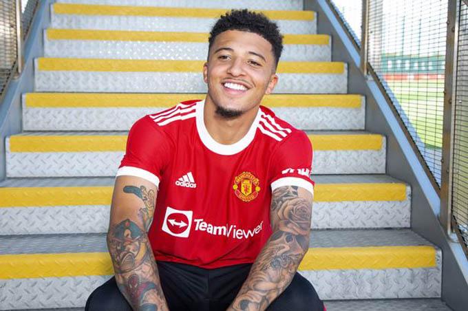3. Jadon Sancho (Dortmund đến Man Utd, 85 triệu euro):Cầu thủ chạy cánh người Anh đã được MU chiêu mộ từ Dortmund với giá 85 triệu euro đểtrở thành bom tấn đầu tiên của Quỷ đỏ tại hè 2021. Sau 2 năm theo đuổi, cuối cùng Quỷ đỏ cũng có được Sancho
