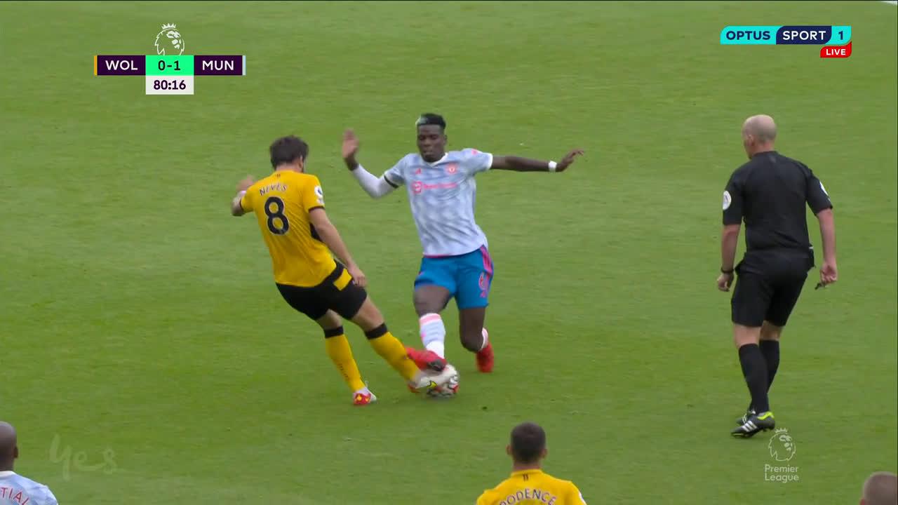 Trọng tài hoàn toàn có thể bắt lỗi hành vi của Pogba trong pha bóng này