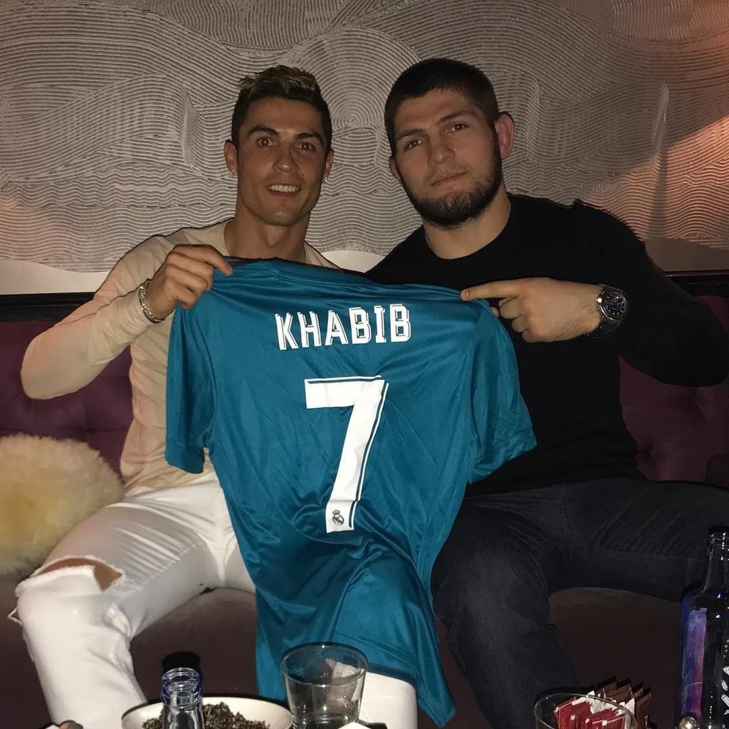 Võ sĩ Khabib Nurmagomedov kết giao thân thiết với Cristiano Ronaldo từ năm 2017