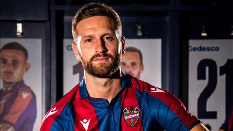 Shkodran Mustafi gia nhập Levante theo dạng tự do