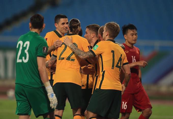 Niềm vui của đội Australia khi ghi bàn vào lưới Việt Nam. Ảnh: Minh Tuấn